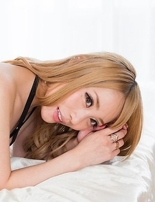 Black lingerie seductress Airi Mashiro lets this dude dry-hump her ass in panties