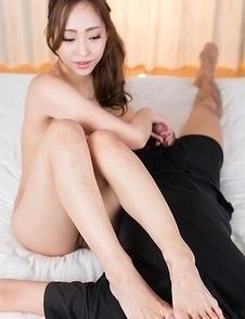 Juri Kisaragi gives a handjob while resting her divine feet on his face
