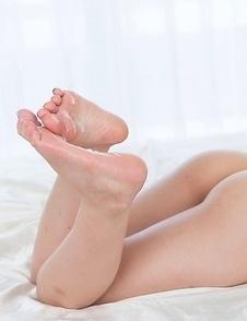 Horny fetishist worships Airi Mashiro's feet before fucking them real hard