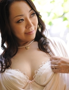 Yuna Yamami plays with big boobs and spreads