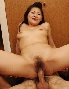 Ryo Sasaki rubs her clit during deep frigging