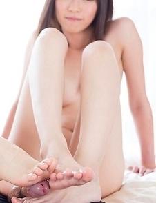 Foot fetish duo, Sara Yurikawa and Yui Kasugano, makes yet another guy cum