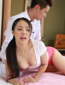 Ichika Aimi with big oiled ass is fingered