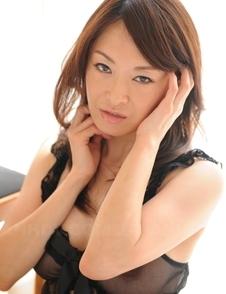 Machimura Sayoko shows big boobs in black