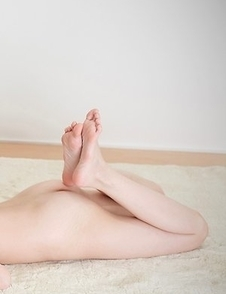 Mai Araki and Sara Yurikawa sucking on each other's toes on the floor like crazy