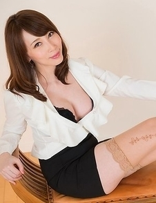 Heels-wearing hottie Aya Kisaki posing in a strict office-type outfit on cam