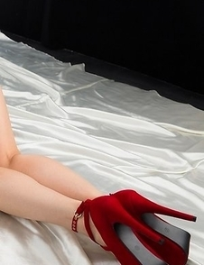 Colorful beauty Reo Saionji showing her pussy and being all sexy on a bed