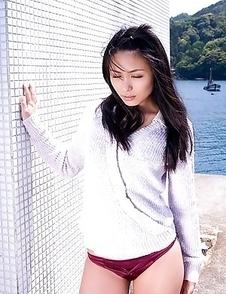 Japan idol Yukie Kawamura  can´t say in which bath suit she looks best