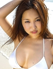 Saori Yamamoto Asian shows big boobs in football bra in the park