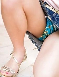 Runa Hamakawa shows cunt in panty under short skirt outdoor