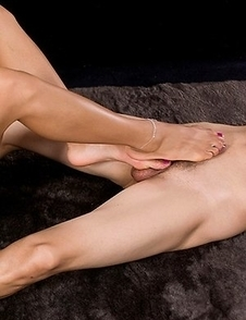 Nanami Sugisaki doing incredible stuff with her legs and feet in this compilation gallery