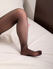 Pantyhose-wearing bombshell Shizuka Maeshiro teases her leaking pussy