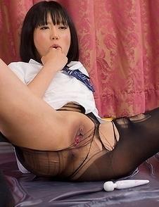 Uta Kohaku wears pantyhose as she masturbates, also gets her legs covered in cum