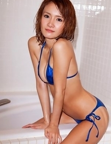Misuzu Tachibana in blue shiny lingerie rubs cunt of bathtub
