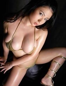 Nonami Takizawa exposes immense boobs in yellow lingerie