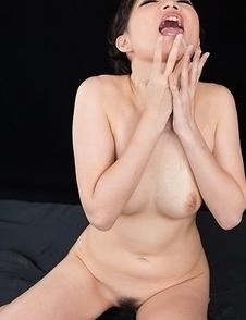 Akari Misaki Cummy Group Handjob