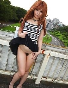 Sarina Tsubaki flashing her tities