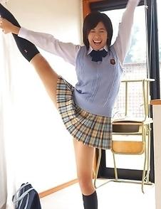 Ageha Yagyu takes school uniform off showing flexibility