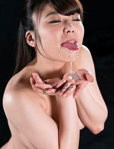 Yui Kawagoe Cum Covered Group Handjob