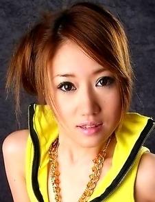 Yuu Hazuki shows her gorgeous body