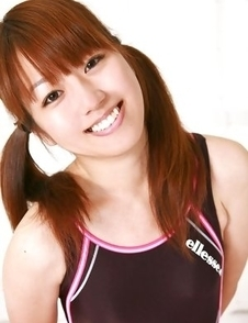 Shizuka Sakura smiles and does some gym to show sexy body