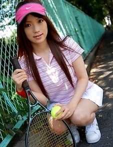 Nazuna Otoi shows off outdoors