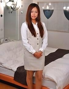 Nao Yuzumiya shows off with joy