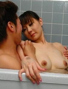 Myuu Tsubaki loves to give head