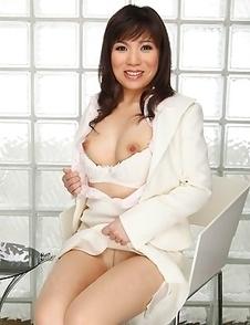 Mizuki Hayama spreading her legs
