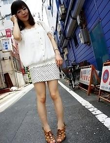 Hot wifey Ayu Kawashima shows off