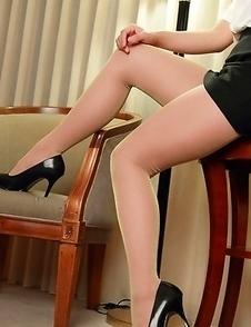 Kurumi Kisaragi shows sexy legs in short skirt on furniture
