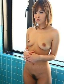 Wonderful Hitomi Yoshino posing