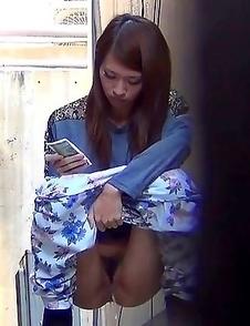 Japanese Piss Fetish Videos - Girls Pissing
