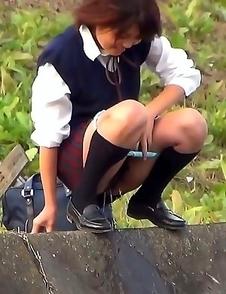 Japanese Piss Fetish Videos - Girls Pissing - School Girl Pissers