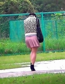 Japanese Piss Fetish Porn - Girls Pissing - Catching The Girls Marking Their Territory