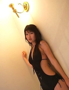 Noriko Kijima with sexy back in black lingerie is very hot