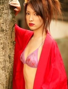 Saki Seto takes geisha outfit off and shows leering curves