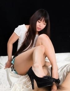 Leggy bombshell Chiho Arimura using her pumps and feet to get this guy off