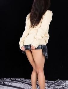 Luna Kobayashi spreads her soft legs, fingers herself, gets a guy to cum on her feet