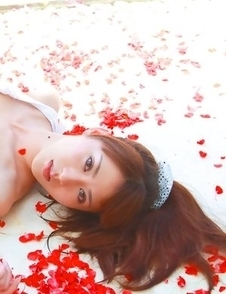 Saki Yamaguchi spoils leering body in water with petals