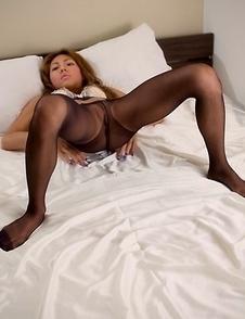 Skinny pantyhose-clad hoe Nanami Sugisaki masturbates with a vibrator on cam