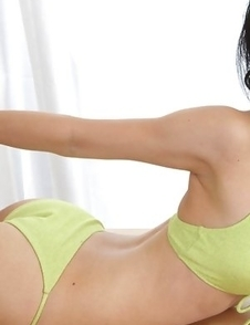 Yuri Hamada shows juicy cans in green bra all over house