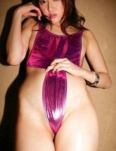 Misa Shinozaki exposes luscious curves in mauve spandex