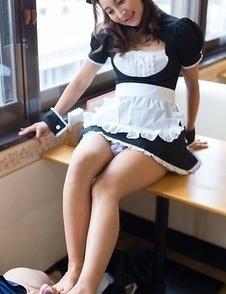 Kinky teen maid Hoshikawa Uika using her bare feet to give her employer a footjob